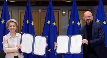 Líderes da UE assinam acordo comercial