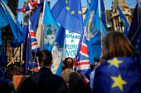 Oposição queria impedir saída sem acordo com UE