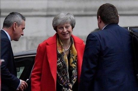 'Anular o voto do povo não é certo', afirmou May