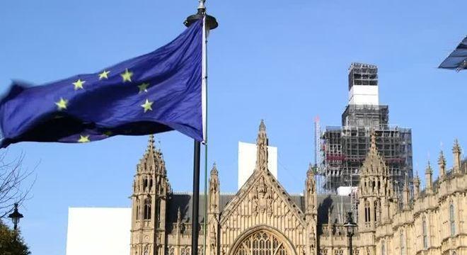 Johnson estabeleceu prazo de 15 de outubro para a cúpula da UE atingir um acordo sobre o Brexit