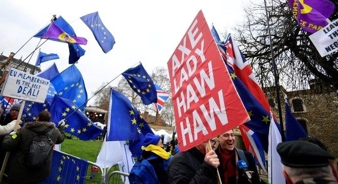 Resultado pode forçar May a adiar a saída do Reino Unido da União Europeia