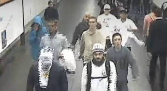 Uma das brigas, que ocorreu em uma estação de metrô