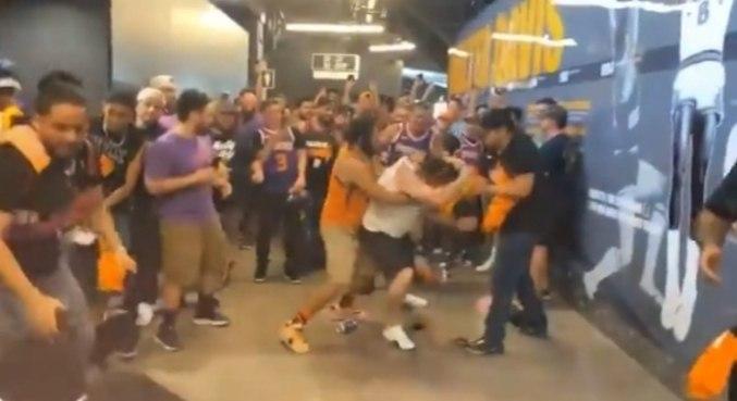 Torcedores de Clippers e Suns protagonizaram cenas lamentáveis