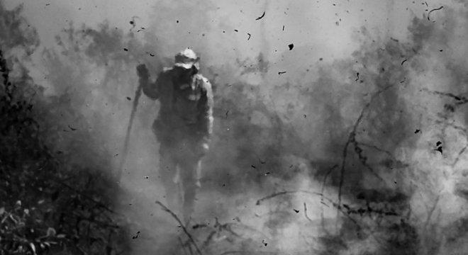 Brigadistas tentam conter as chamas no Pantanal
