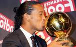 Brilhando nos gramados espanhóis e com a camisa do Barcelona, Ronaldinho conseguiu ganhar o prêmio de melhor jogador do mundo por dois anos seguidos: 2004 e 2005