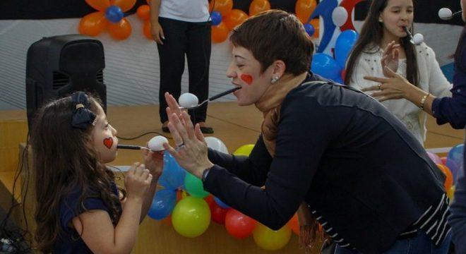 """Mãe e filha participam da programação do """"Escola de Mães"""""""