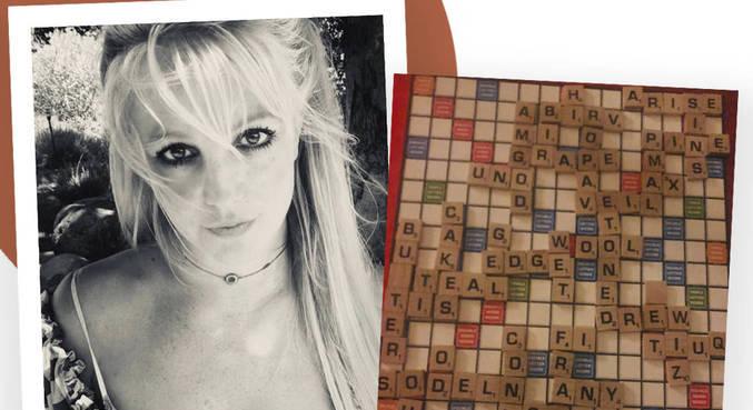 Britney e mensagem no tabuleiro