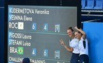 BRONZE HISTÓRICO! Após um dia sem medalhas, o Brasil voltou a subir ao pódio nos Jogos Olímpicos. As tênistas Laura Pigossi e Luisa Stafanie conquistaram o terceiro lugar em Tóquio ao vencer as russas Kudermetova e Versina por 2 sets a 1. No atletismo, o atual campeão do salto com vara, Thiago Braz, estreou se classificano para a decisão da prova. Izabela Rodrigues também garantiu vaga na decisão do lançamento de disco. Nas piscinas, Bruno Fratus garantiu vaga na final dos 50m livre, enquanto nos mares, Martine Grael e Kahena Kunze assumiram a liderança na vela 49erFX. No vôlei feminino, o Brasil venceu e se classificou em primeiro do grupo.