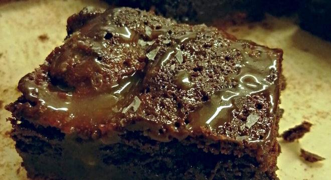 brownie-com-caramelo-salgado