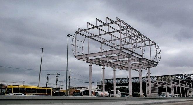 BRT do Rio, financiado pelo BNDES, segue com algumas estações em construção