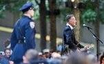 Policial observa apresentação do cantorBruce Springsteen se apresenta durante a Cerimônia dos 20 anos dos ataques terroristas em NY