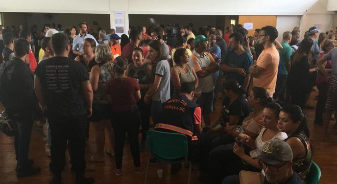 Parentes de funcionários da Vale reclamam de demora por notícias