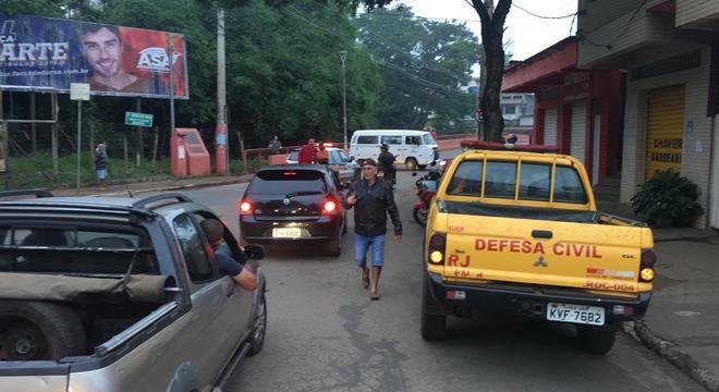 População deixa áreas após ordem de evacuação
