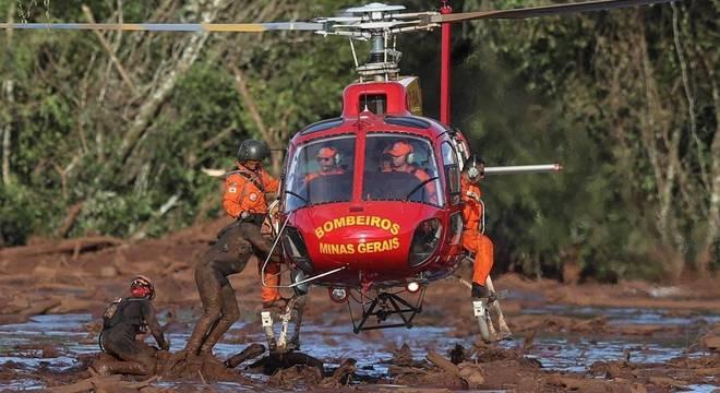 Bombeiros seguem com operação de resgate em Brumadinho