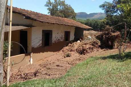 Casas foram destruídas