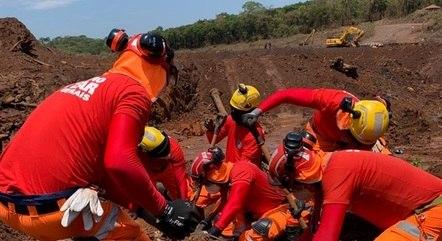 Bombeiros encontraram corpo preservado na lama