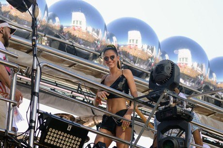 Marquezine no trio de Anitta, em Salvador