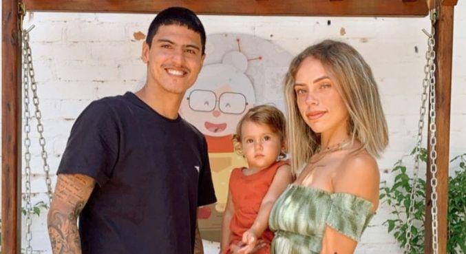 Ela é casada com Felipe Medina e, juntos, eles têm uma filha, Analua