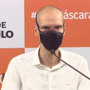Prefeito licenciado Bruno Covas em anúncio para a imprensa