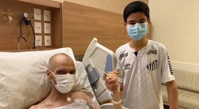 Bruno Covas postou foto ao lado do filho, Tomás, de 16 anos