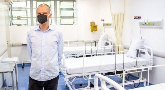 """""""Dos oito hospitais, seis devem ficar depois da pandemia"""", disse Covas"""