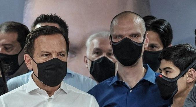 Doria e Covas, durante anúncio da eleição da vitória do prefeito em São Paulo (SP)