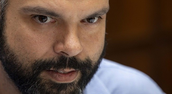 """""""Finco a bandeira no centro"""", diz Covas sobre polarização política nacional"""