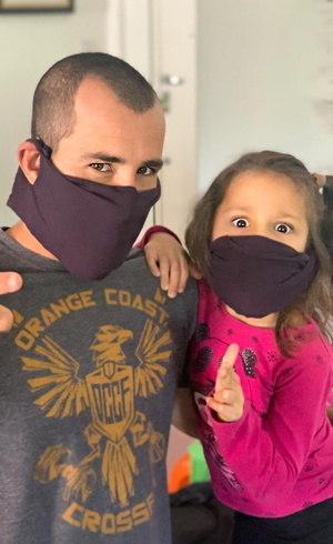 Bruno e Clara respeitam pedido do Ministério da Saúde e usam máscaras