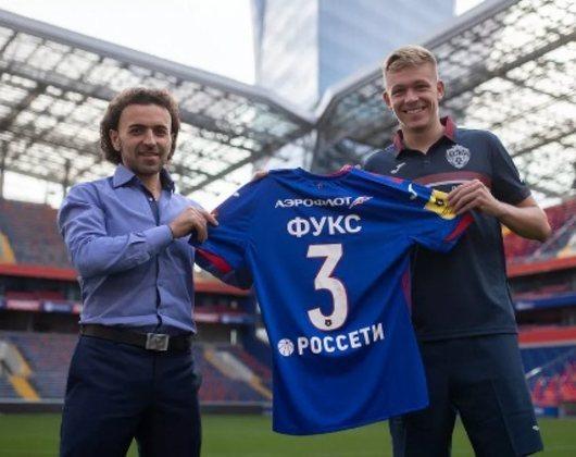 Bruno Fuchs - CSKA (R$ 51 milhões) - Em agosto de 2020, o Internacional oficializou a venda do zagueiro Bruno Fuchs para o CSKA, da Rússia. O Colorado definiu a venda do zagueiro ao clube russo por 8 milhões de euros (cerca de R$ 51 milhões)