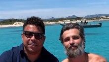 Bruno Gagliasso faz passeio de barco com Ronaldo na Espanha
