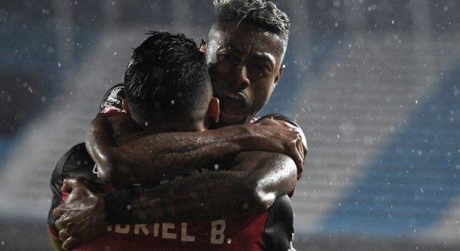 A dupla Bruno Henrique e Gabigol evitou o pior em Buenos Aires. Fla decepcionante