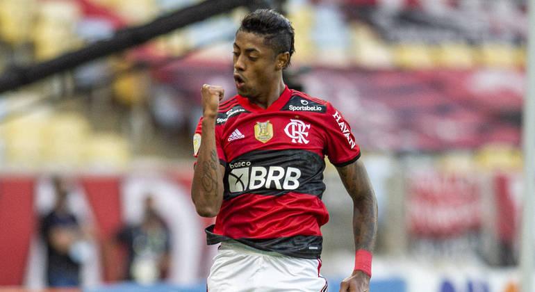 Em jogo iluminado de Bruno Henrique, Flamengo vence o São Paulo por 5 a 1