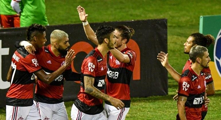 Jogadores do Flamengo comemoram gol de Bruno Henrique, que abriu caminho para vitória