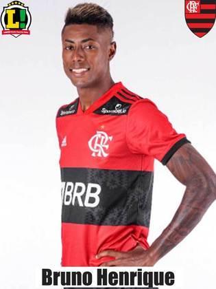 BRUNO HENRIQUE - NOTA 7,0 - A conexão com Gabigol, mais uma vez, funcionou. O camisa 27 marcou um gol justamente no cruzamento rasante do parceiro de ataque e foi parte fundamental para a vitória do Flamengo. Foi substituído por precaução após sentir dores.