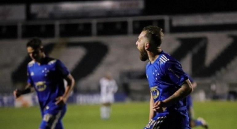 Bruno José foi o homem do jogo e garantiu os primeiros três pontos do Cruzeiro na Série B