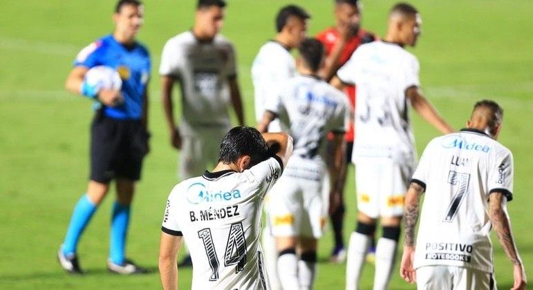 Jogadores do Corinthians pouco conseguiram produzir para evitar a queda
