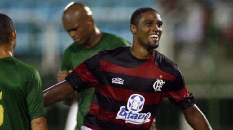 Bruno Mezenga (Flamengo): em 2005, o Flamengo promoveu ao profissional o atacante Bruno Mezenga, de 16 anos e oito meses, entretanto a aposta não gerou resultados e hoje Bruno não tem mais o prestígio de antes
