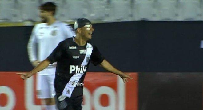 Bruno Rodrigues, com liberdade depois da expulsão, foi o melhor do jogo