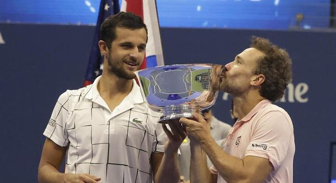 Bruno Soares beijou o troféu do US Open ao lado do croata Mate Pavic