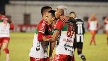 Botafogo leva virada do Brusque e segue sem vencer fora do RJ