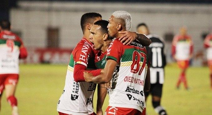 Thiago Alagoano e Edu garantiram a vitória do time catarinense