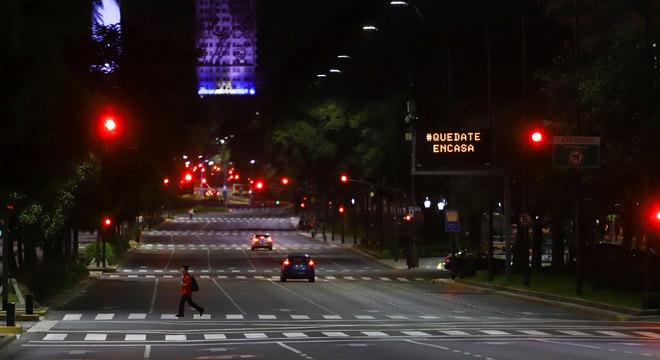 Avenida de Buenos Aires vazia durante o isolamento social provocado pelo coronavírus