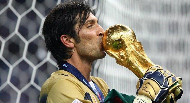"Buffon, na ""Azzurra"", em 2006"