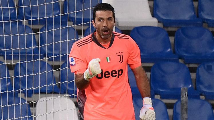 Buffon - Do Parma para a Juventus (2001) - Valor: €52,88 milhões - Recorde pago em uma transferência de um goleiro por muito tempo, Buffon chegou à Juventus para ser o grande nome da Velha Senhora. Se tornou uma verdadeira lenda!