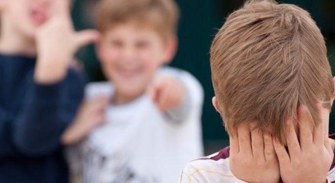 Violência psicológica e física atinge crianças e jovens de todo o mundo
