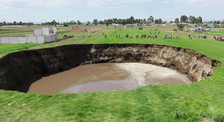Autoridades temem que buraco cresça ainda mais