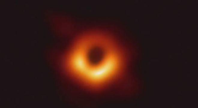 A primeira imagem da história de um buraco negro