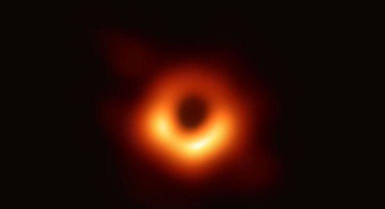 Um buraco negro é bem estranho