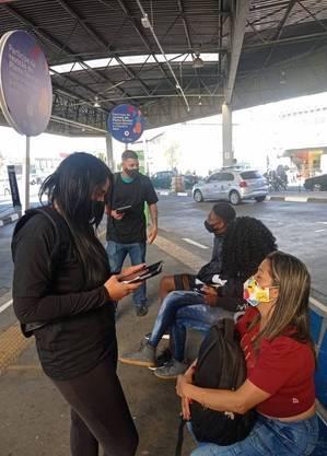 Equipes ouvem população em terminais de ônibus