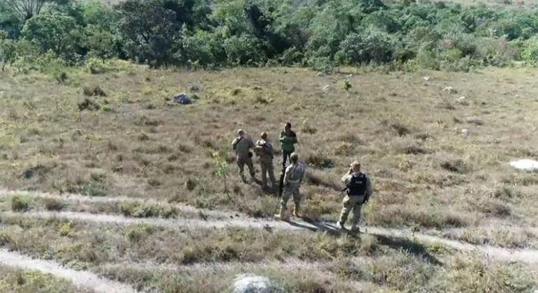 Equipe da Record TV ouve disparos em região de buscas e cerco policial em Girassol